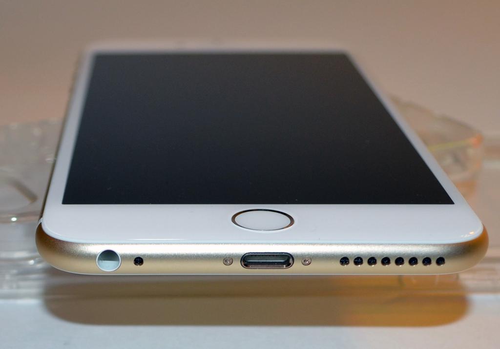 Mặt kính iphone 6s làm bằng chất liệu gì? {thanhhaumobile}